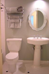 Фото интерьера маленькой ванной комнаты